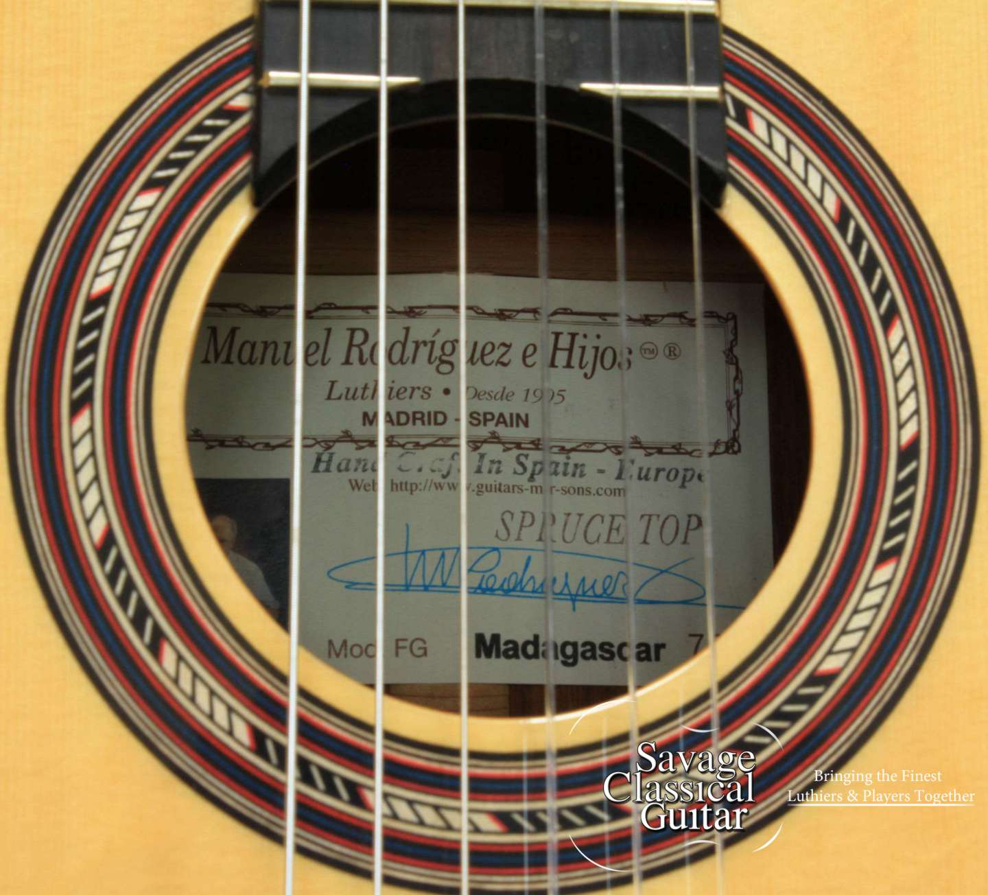 Manuel rodriguez classical guitar fg madagascar savage for Luthier madrid